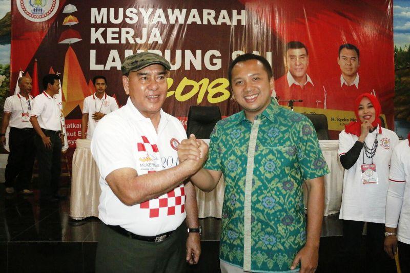 Ketua Umum DPP Lampung Sai Sjachroeddin Z.P. dan Gubernur Muhammad Ridho Ficardo di Aula LPMP, Pahoman, Bandar Lampung, Sabtu 10 Februari 2018.