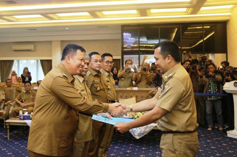 Penyerahan SK Plt. Bupati Walikota, di Ruang Rapat Utama Kantor Gubernur Lampung, Senin 12 Februari 2018.