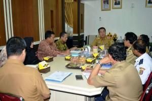 Rapat pembahasan kedatangan duta besar Wilayah Timur Tengah di Provinsi Lampung, di Ruang kerja Asisten  Bidang Pemerintahan Kesra Senin 5 Februari 2018.