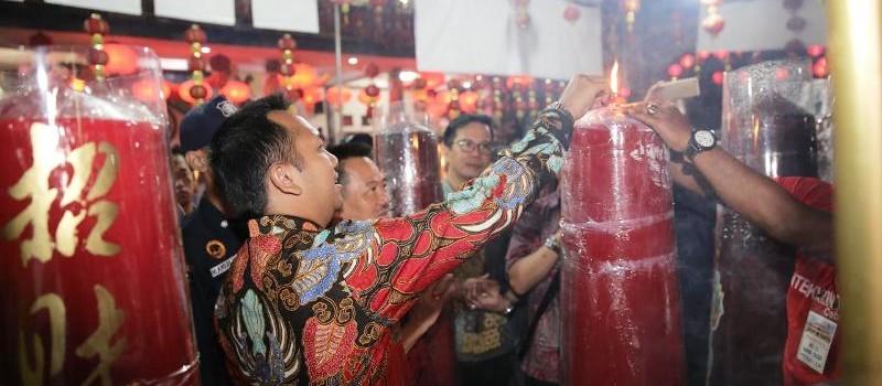 Calon Gubernur Lampung Muhammad Ridho Ficardo menyambut Tahun Baru Imlek 2569 dengan safari ke empat vihara di Bandar Lampung.