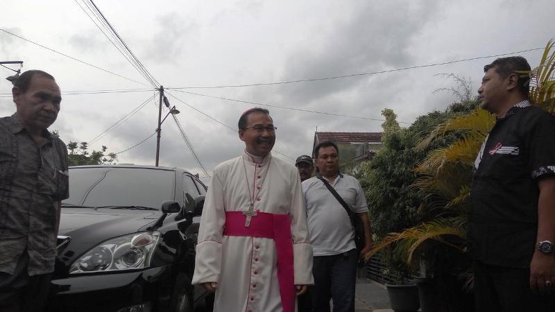 Uskup Agung Semarang Mgr Robertus Rubiyatmoko memaafkan pelaku penyerangan gereja di Sleman. Sumber foto : Liputan6.com