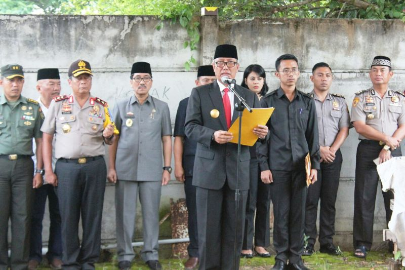Pjs. Gubernur Lampung Didik Suprayitno, di Pemakaman Citra Waru Kencana, Kelurahan Kali Balau, Kecamatan Kedamaian, Bandar Lampung, Rabu 21 Maret 2018.