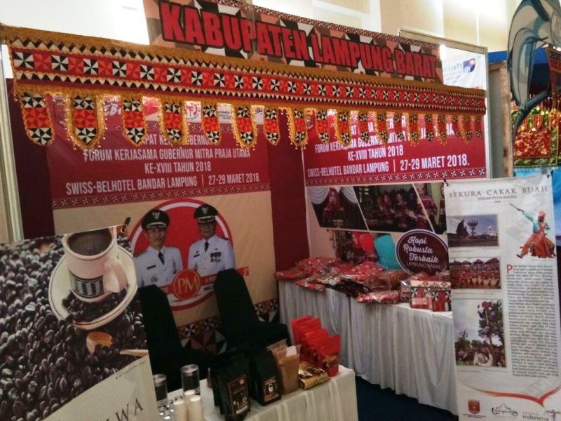 Stand Lampung Barat pada acara Rapat Kerja Gubernur Forum Kerjasama Daerah Mitra Praja Utama (FKD-MPU) ke XVIII Tahun 2018 yang dilaksanakan pada tanggal 27-29 Maret 2018 bertempat di Swissbell Hotel Bandar Lampung.