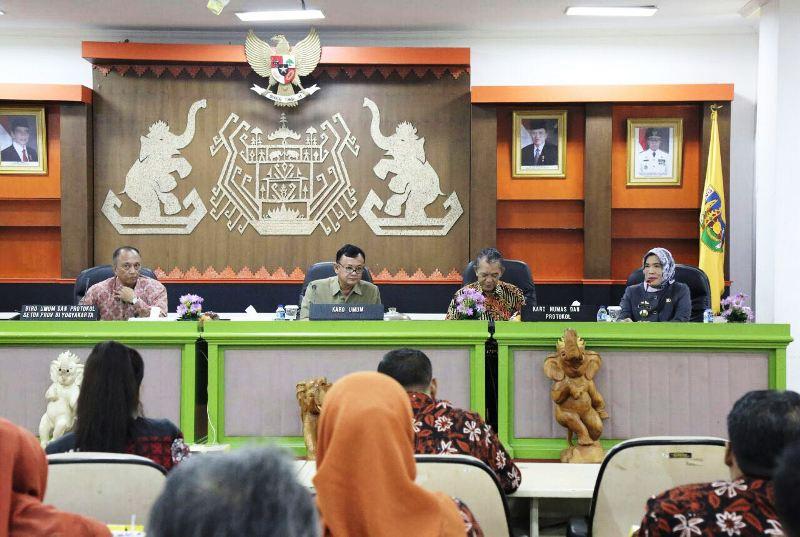 Studi Orientasi Guna Peningkatan Pelayanan Bidang Keprotokolan tersebut dilaksanakan pada Rabu (28/3/2018) di Ruang Abung, Balai Keratun, Kantor Gubernur Lampung.