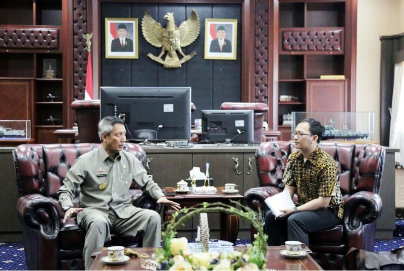 Pjs. Gubernur Lampung Didik Suprayitno saat menerima audiensi Pengurus LIPI, Senin 20 Maret 2018 di Ruang Kerja Gubernur.