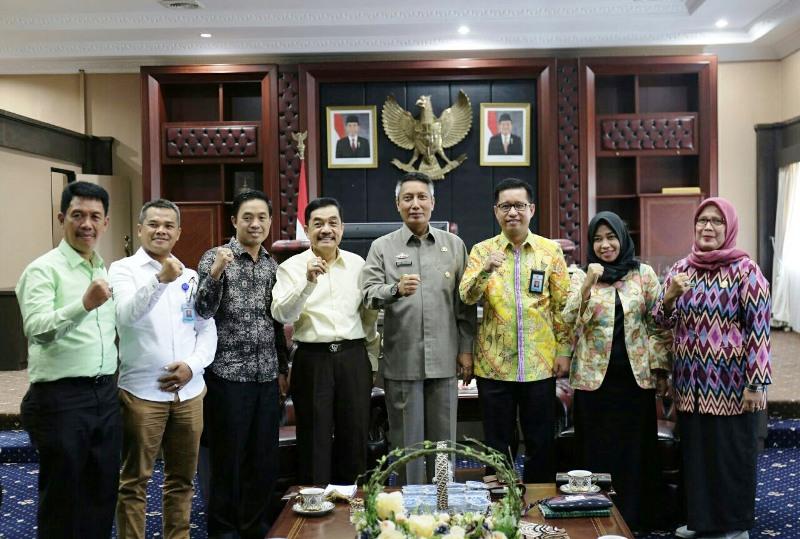 Pjs. Gubernur Lampung Didik Suprayitno bersama jajaran Komisi Informasi (KI) Provinsi Lampung.
