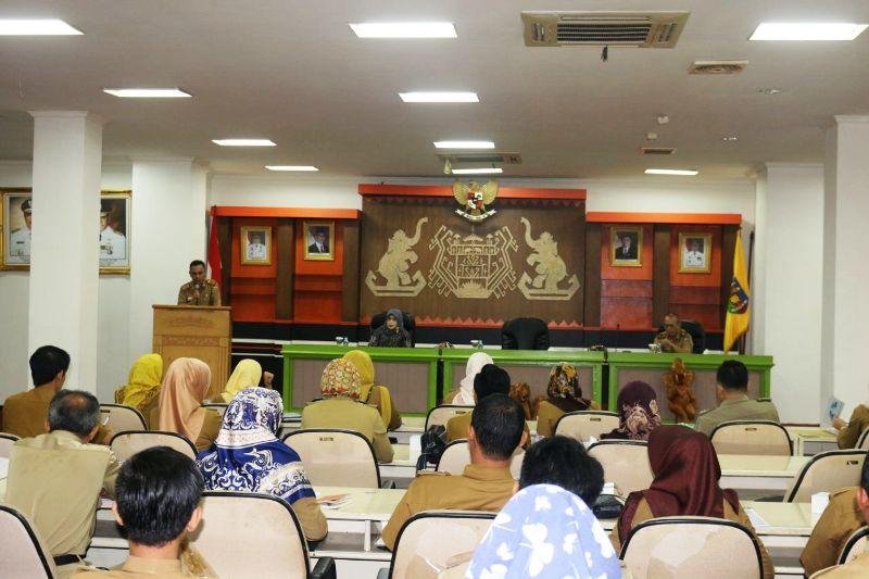 Bimbingan Teknis (Bimtek) penyusunan Rencana Kinerja Tahunan (RKT) dan Perjanjian Kinerja (PK) di Lingkungan Pemerintah Provinsi Lampung tahun 2018, di Balai Keratun, Ruang Sungkai, Komplek Kantor Gubernur Lampung, Senin 5 Maret 2018.