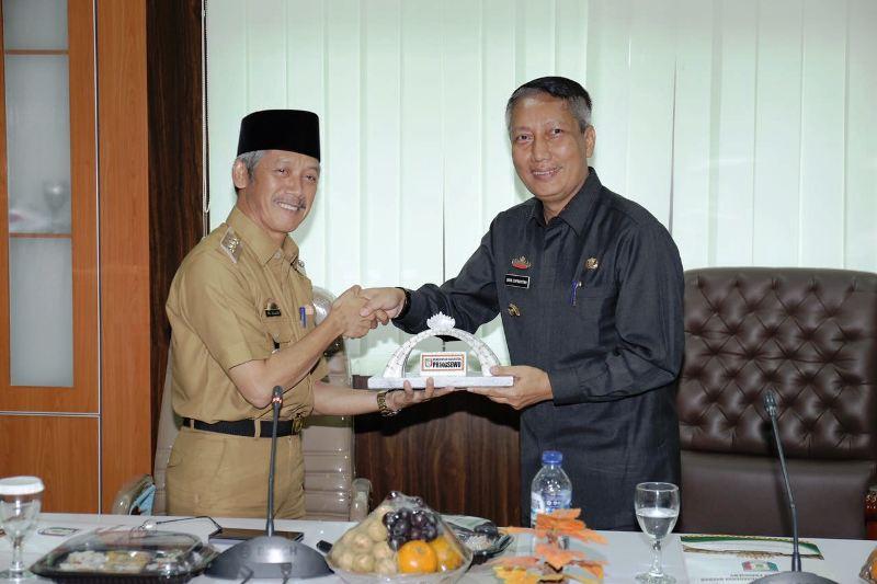 Pjs. Gubernur Lampung Didik Suprayitno bermasa Bupati Pringsewu Sujadi Saddat.