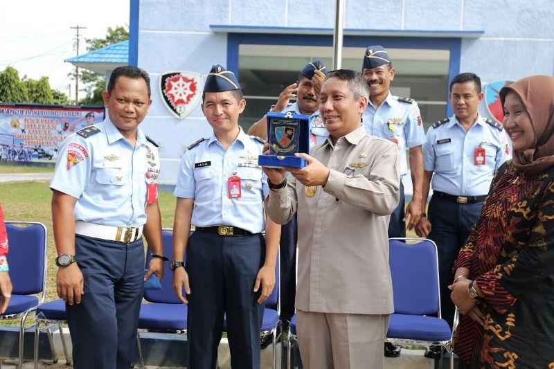 Pjs. Gubernur Lampung Didik Suprayitno melakukan kunjungan kerja ke Pangkalan Lanud Pangeran M. Bunyamin, Tulang Bawang, Kamis 15 Maret 2018.