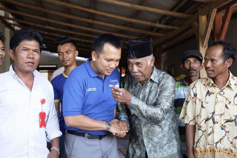 Muhammad Ridho Ficardo mengunjungi Gabungan Kelompok Petani (Gapoktan) Desa Kedaton 2, Kecamatan Batanghari Nuban, Lampung Timur, Minggu 18 Maret 2018 pagi.