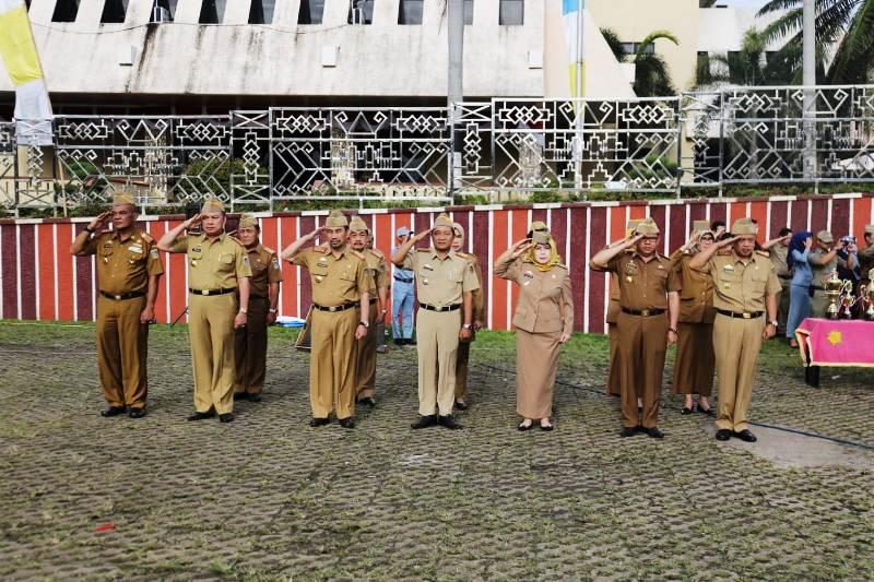 Upacara mingguan di Lingkungan Pemerintah Provinsi Lampung, di Lapangan Korpri Kantor Gubernur Lampung Senin, 26 Maret 2018.