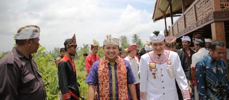 Muhamad Ridho Ficardo bersama-sama Sultan Sekala Brak Yang Dipertuan ke-23, Pangeran Edward Syah Pernong.