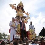 Di Depan Ribuan Masyarakat Bali, Pangeran Edwarsyah Pernong Puji Ridho sebagai Teladan Masyarakat Lampung