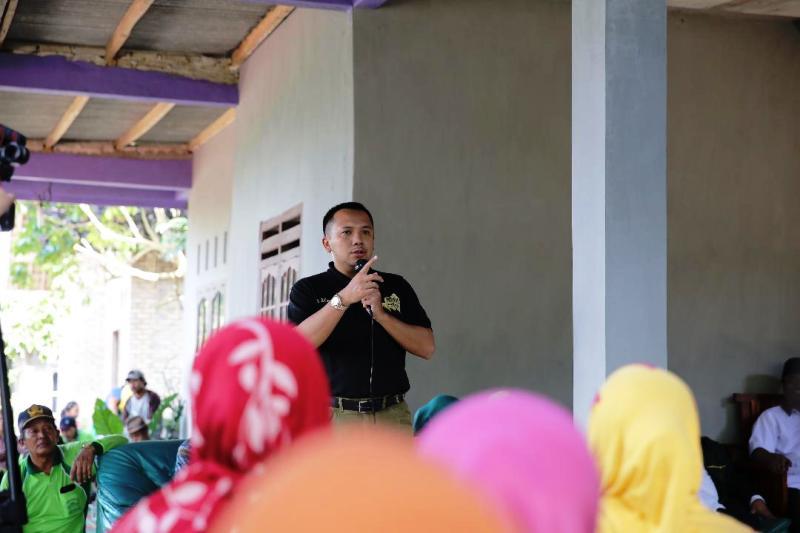 Calon Gubernur Lampung Muhammad Ridho Ficardo, melakukan silaturahmi dan ramah tamah bersama tokoh adat dan warga, di Desa Bumi Daya, Kecamatan Palas, Lampung Selatan, Selasa 27 Maret 2018.