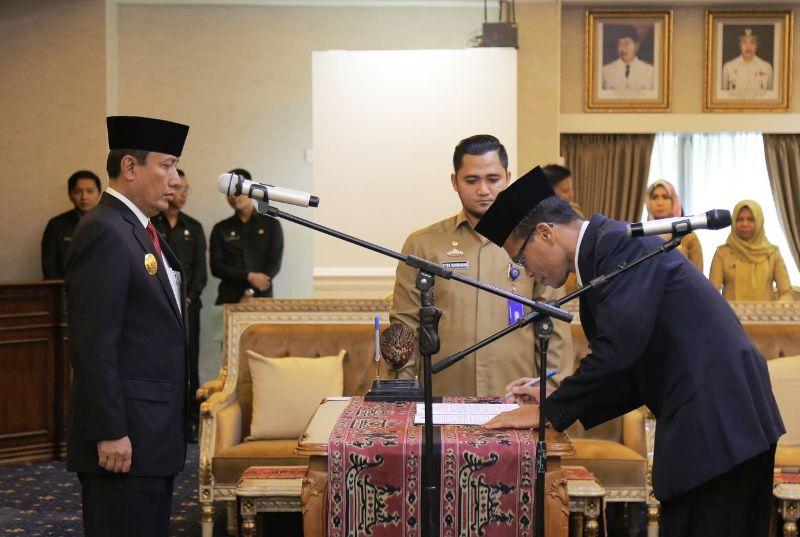 Pjs. Gubernur Lampung Didik Suprayitno melantik dan mengambil sumpah jabatan empat Pejabat Fungsional Ahli Utama di Lingkungan Pemerintah Provinsi Lampung.