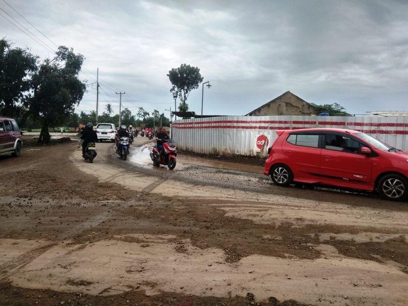 Ruas Jalan Tol Trans Sumatera (JTTS), memotong Jalan Pangeran Senopati atau akses menuju pasar Jati Mulyo - Karang Anyar.