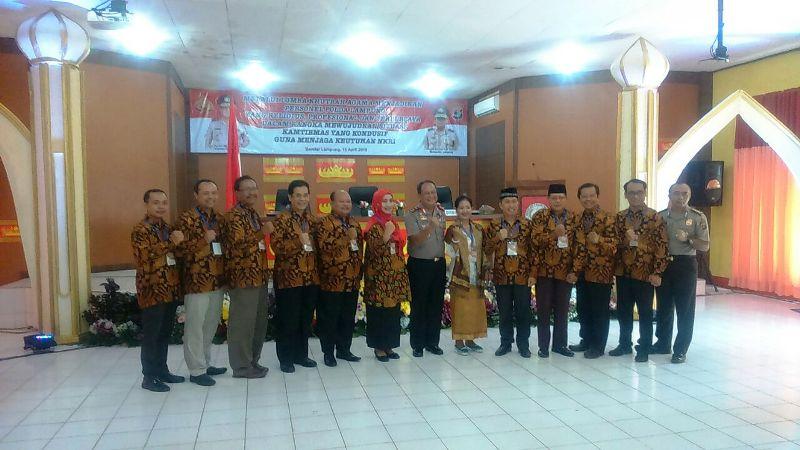 Kapolda Lampung Irjen (Pol) Suntana bersama para juri Lomba Khotbah di SPN Kemiling Bandar Lampung.