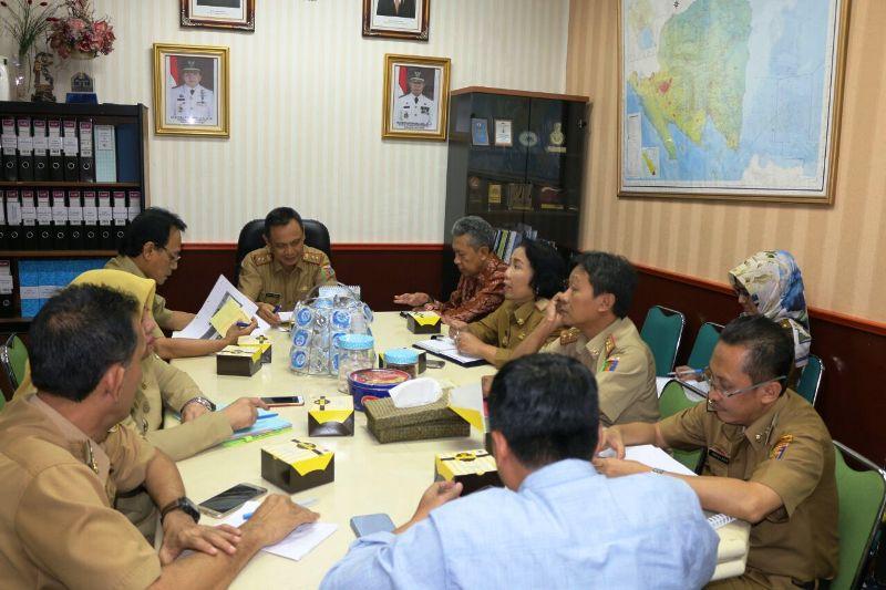 Rapat pembahasan rencana perjanjian kerjasama penyediaan bahan pangan dari Provinsi Lampung ke Provinsi DKI Jakarta, di Ruang Rapat Asisten Bidang Ekonomi dan Pembangunan, Senin 2 April 2018.