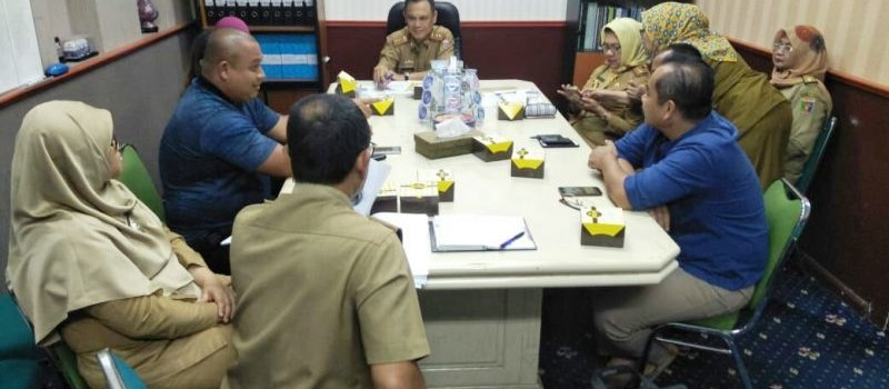 Rapat persiapan memasuki Hari Besar Keagamaan Nasional (HBKN) Bulan Ramadhan dan Hari Raya Idul Fitri 1439 H, di Ruang Rapat Asisten Bidang Ekonomi dan Pembangunan Provinsi Lampung, Senin 23 April 2018.