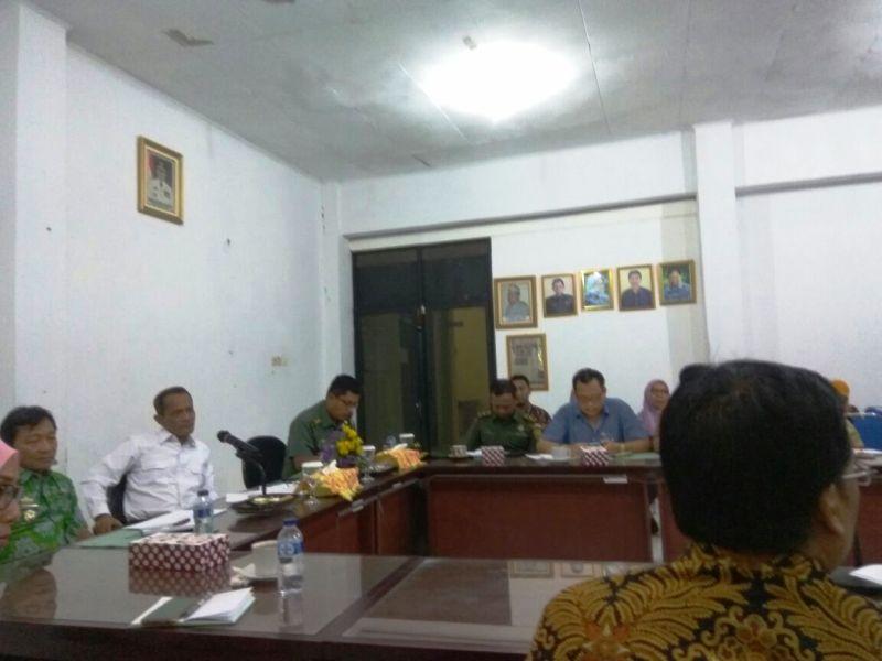 Rapat terkait serapan gabah petani Sergap bersama Kepala Badan Ketahanan Pangan Agung Hendriadi, Jumat 20 April 2018.