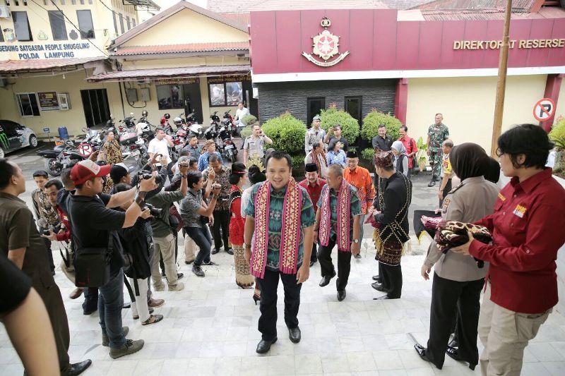 Calon Gubernur Lampung nomor urut 1, Muhammad Ridho Ficardo beserta wakilnya Bachtiar Basri.