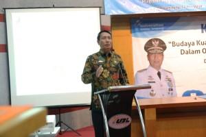 Pjs. Gubernur Lampung Didik Suprayitno memberikan Kuliah Umum (Stadium Generale) kepada mahasiswa S2 Universitas Bandar Lampung (UBL), di Auditorium Pascasarjana UBL, Sabtu 12 Mei 2018.