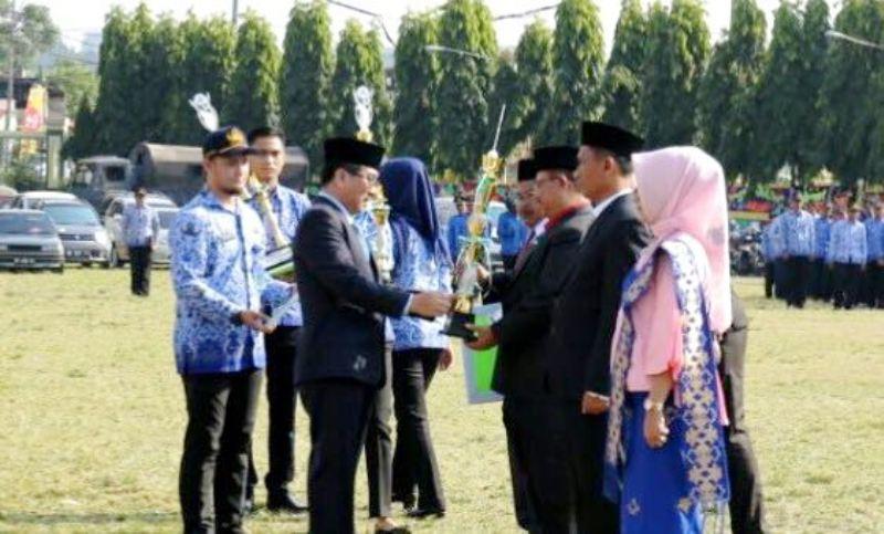 Pj. Sekretaris Daerah Provinsi Lampung Hamartoni Ahadis, dalam Peringatan Hari Pendidikan Nasional Tahun 2018, Rabu 2 Mei 2018 di Lapangan Korpri Kantor Gubernur Lampung.