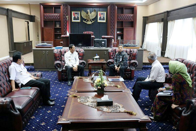 Rapat umum pemegang saham (RUPS), di Ruang Kerja Gubernur Lampung, Rabu 9 Mei 2018.