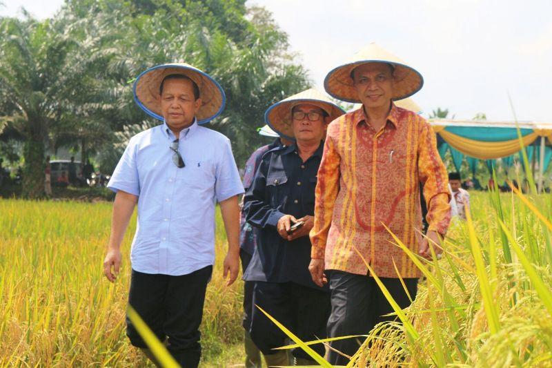 Ketua Komite Ekonomi dan Industri Nasional (KEIN) Soetrisno Bachir (kiri).
