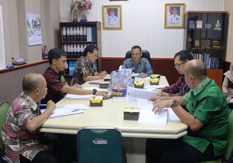 Pembahasan penawaran Participating Interest (PI) 10% pada Wilayah Kerja Minyak dan Gas Bumi South East Sumatera (WK-SES) kepada Badan Usaha Milik Daerah (BUMD) di Ruang Rapat Asisten Ekonomi dan Pembangunan, Jumat 11 Mei 2018.