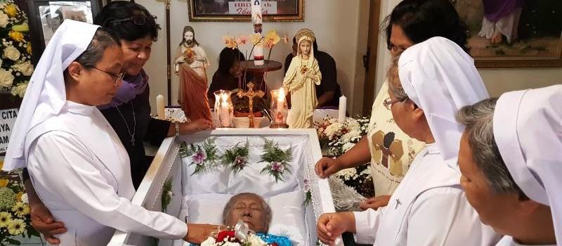 Jenazah Bidan Karsiyem disemayamkan di rumah duka Jalan Ir.H.Juwanda No.8 Rawa Laut Bandar Lampung.