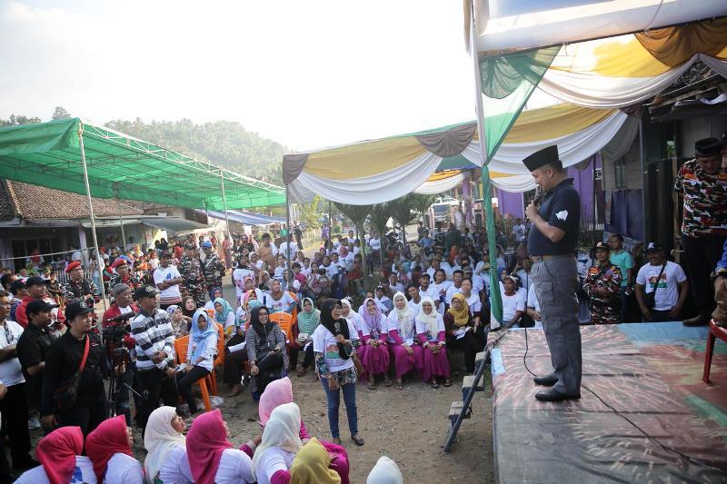 Calon Gubernur Lampung M Ridho Ficardo di Desa Kelau, Kecamatan Panengahan.