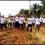 Relawan Ridho Gotong royong Perbaiki Jalan Desa Karangrejo