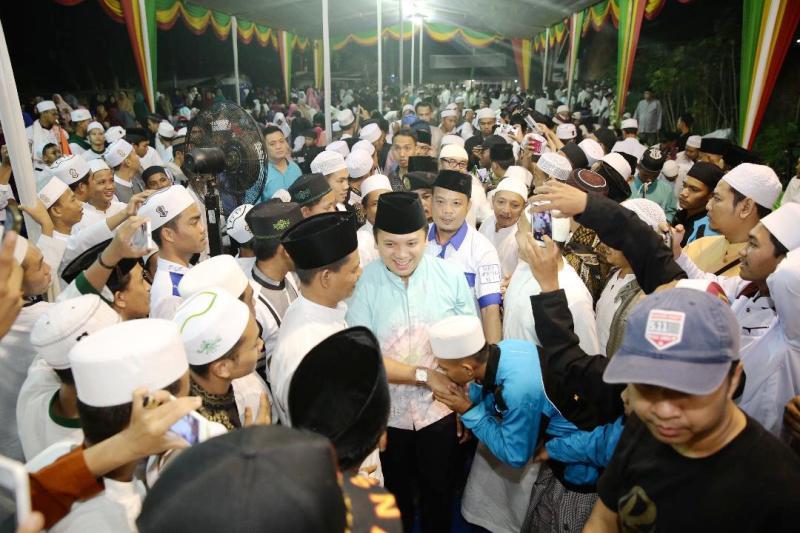 Calon Gubernur Lampung Muhammad Ridho Ficardo menghadiri Pengajian Akbar dalam rangka Maulid Nabi Muhammad SAW, bersama Majelis Madarijul Ulum, dan masyarakat se-Kota Bumi, Lampung Utara, Selasa 1 Mei 2018.