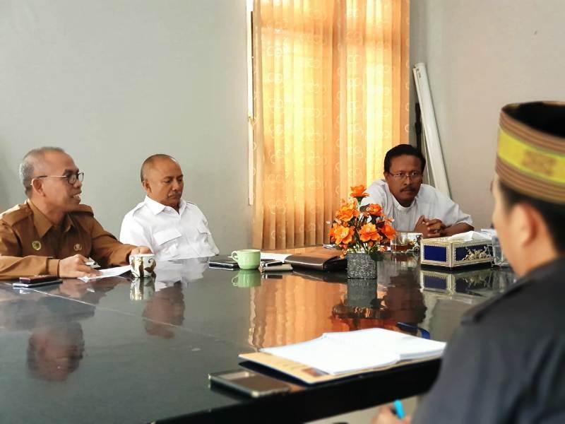 Ketua Komisi Hubungan Antar Agama Keuskupan (HAK) Tanjung Karang, Romo Philipus Suroyo (tiga dari kiri).