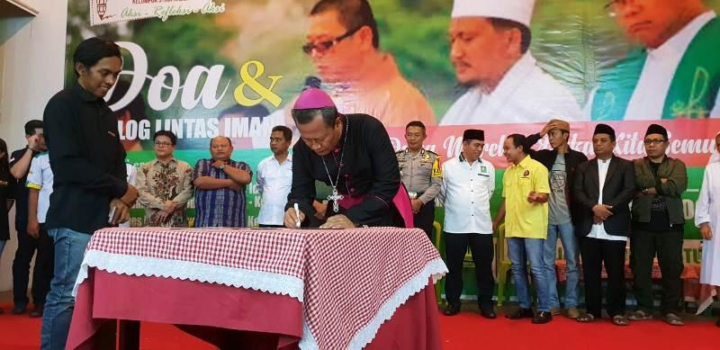 Uskup Keuskupan Tanjungkarang Mgr. Yohanes Harun Yowono.