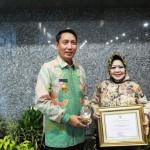 Pjs. Gubernur Didik Terima Penghargaan Pastika Parama dari Menteri Kesehatan