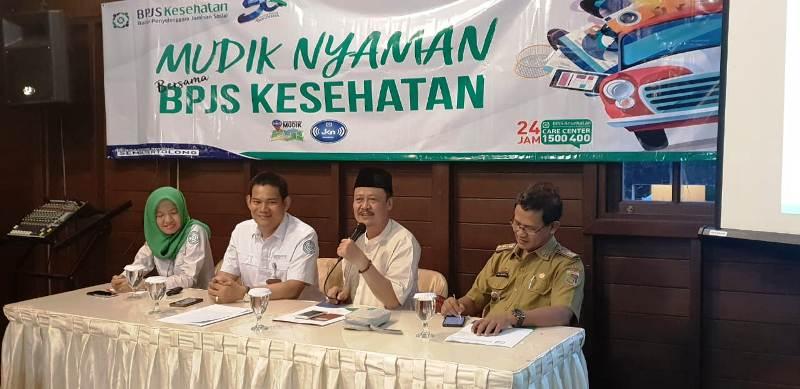 Kepala BPJS Kesehatan Cabang Bandar Lampung, dr. Johana (dua dari kiri) dalam konferensi pers bertema Mudik Nyaman Bersama BPJS Kesehatan, Senin 04 Mei 2018 di Rumah Makan Kayu Bandar Lampung.