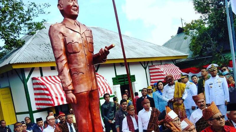 Patung Bung Karno di halaman rumah pengasingan Bung Karno di Ende, Flores. (Liputan6.com/Ola Keda)