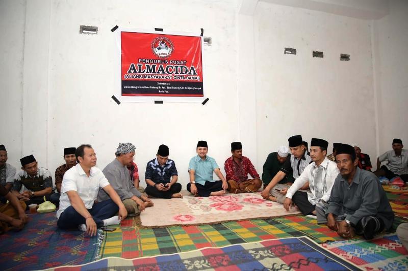 -- Calon Gubernur Lampung Muhammad Ridho Ficardo melakukan kegiatan silaturahmi fan buka puasa bersama masyarakat Bumi Nabung Ilir, Kecamatan Bumi Nabung, Lampung Tengah, Selasa (5/06) sore.