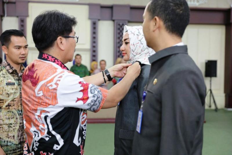 Pj. Sekretaris Daerah Provinsi Lampung Hamartoni Ahadis secara resmi menutup Diklat Kepemimpinan Tingkat lll Pejabat Administrator di Lingkungan Pemerintah Provinsi Lampung dan Kabupaten Kota se Provinsi Lampung.