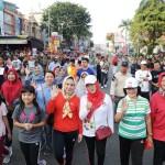 Ibu Yustin Lepas Jalan Sehat Harganas Ke-25 di Taman Gajah