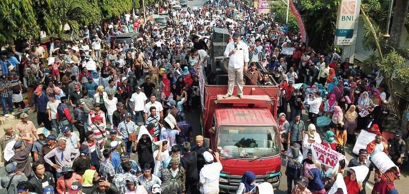 Ribuan Massa aksi dari Koalisi Rakyat Lampung Untuk Pemilu Bersih (KRPLUPD).