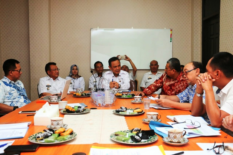 Rapat lanjutan tentang penawaran Participating Interest (PI) 10% pada Wilayah Kerja Minyak dan Gas Bumi South East Sumatera (WK-SES) kepada Badan Usaha Milik Daerah (BUMD) Provinsi Lampung di Ruang Rapat Bappeda Provinsi Lampung Rabu, (4/7/2018).