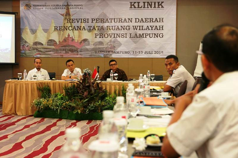 Rapat Revisi Perda RTRW Provinsi Lampung di Hotel Emersia, Rabu (11/07/2018).