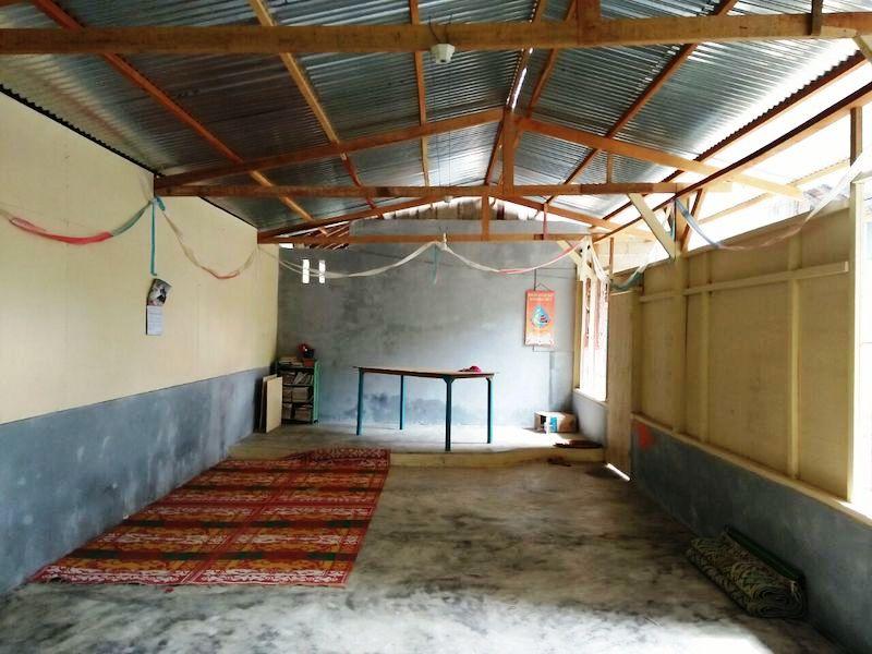 Sebuah ruangan di rumah milik umat Katolik Stasi St. Anasthasia yang dipakai untuk mengadakan kegiatan keagamaan. Kini umat stasi tidak bisa lagi berkumpul di ruangan ini untuk mengadakan ibadat mingguan setelah muncul larangan dari pemerintah setempat. (Foto: Setara Institute)