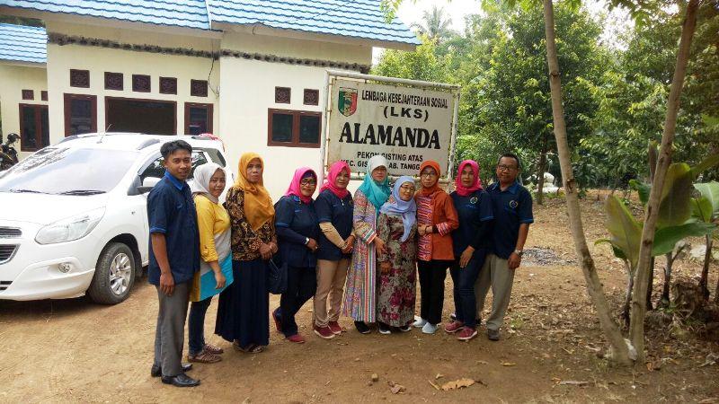 Tim Akreditasi BALKS Kementerian Sosial saat melakukan visitasi dan pembinaan LKSA di Provinsi Lampung.