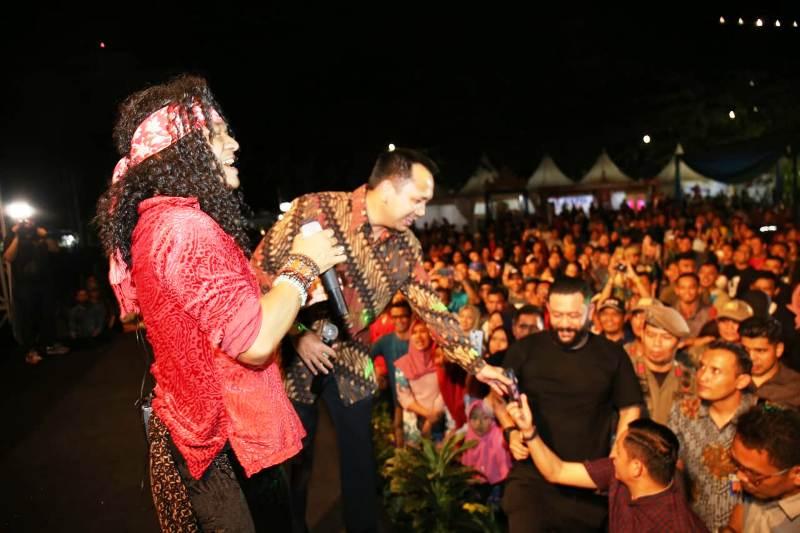 Candil in The Rockalisasi dan Gubernur Lampung Muhammad Ridho Ficardo.