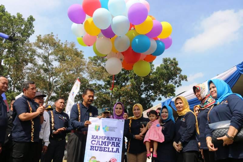 Pencanangan Kampanye Imunisasi Measles Rubella (MR) / Massal Campak Rubella dan Introduksi Vaksin MR Tingkat Provinsi Lampung, di Lapangan Krida Yuana, Desa. Hanura, Kecamatan Teluk Pandan, Pesawaran, Rabu (1/8/2018).