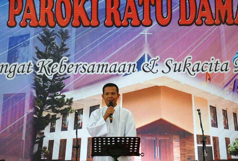 Pastor Kepala Paroki Maria Ratu Damai Teluk Betung RD Apolonius Basuki. Foto : Romo Roy